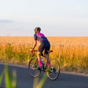 Triathletin auf Fahrrad
